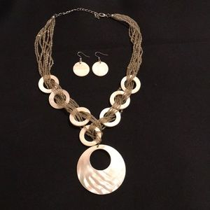 Jewelry - Sea shell pearl color necklace and earring set